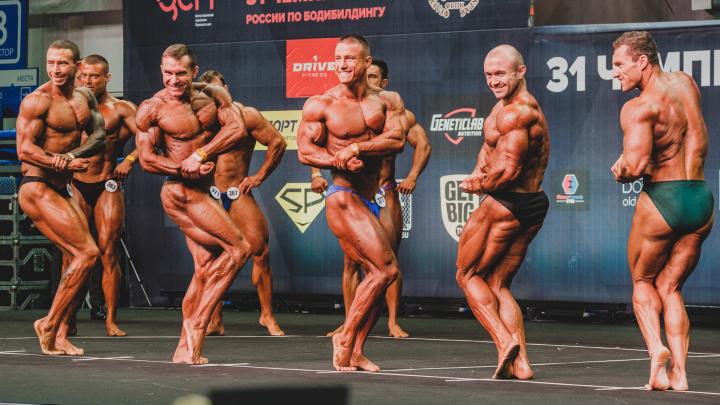 Эффектные позы и рельефные мышцы: зрелищный фоторепортаж с чемпионата России по бодибилдингу