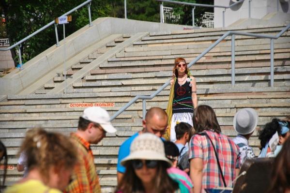 На фестивале хиппи царит своя атмосфера