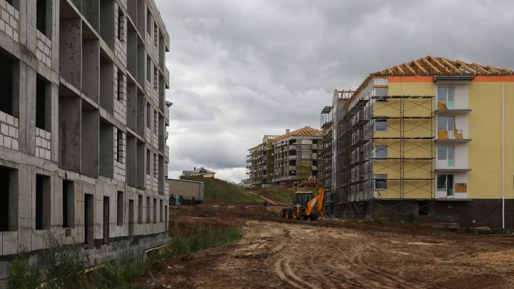 «Ребята, наши дома строят, и это правда!» Власти ударными темпами доделывают ЖК «Смарт Сити»