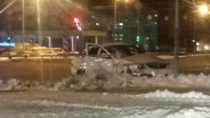 На Пермякова столкнулисьLada Priora и машина скорой помощи, ехавшая на срочный вызов