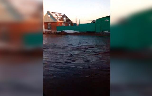 Видео: в Башкирии паводковые воды затопили целое село