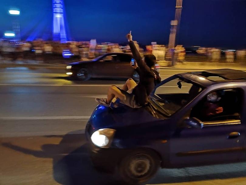 Сегодня ночью тысячи тюменцев вышли на улицы города, чтобы вместе порадоваться на победу сборной России в матче с Испанией