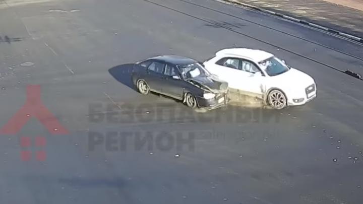 Появилось видео жёсткого ДТП на проспекте Ленина в Ярославле