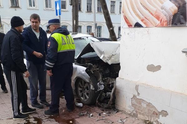 Авария случилась около 13:25 на перекрёстке улиц Свободы и Ярославской