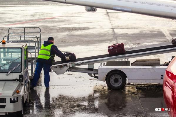 Сотрудники аэропорта за новогодние каникулы обработали почти 664 тонны багажа