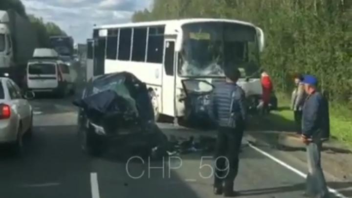 На трассе Пермь — Екатеринбург в ДТП с автобусом погибла водитель KIA