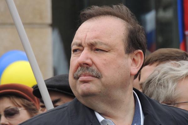 Власть задает настроению народа угнетающий тон, считает Гудков