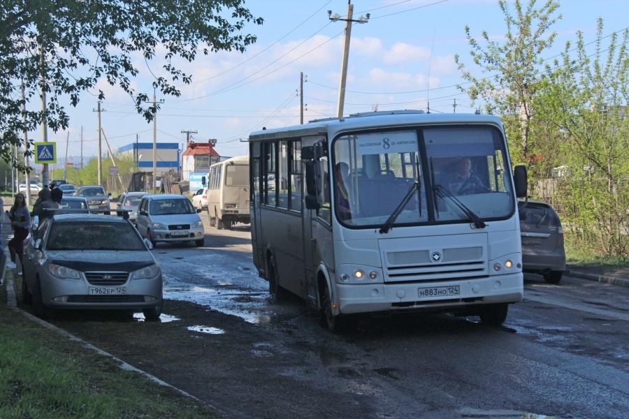 ВГИБДД Красноярска сообщили, что готовы сами перекрыть плохие дороги