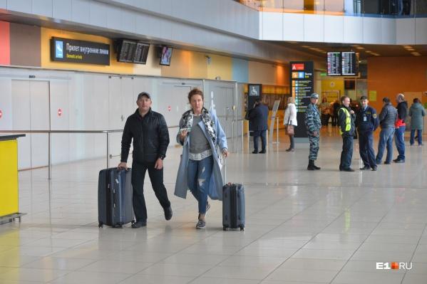 Иногда при посадке на рейс обнаруживается, что все места в самолете заняты и пассажирам с билетами на руках приходится остаться в аэропорту