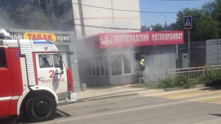 В Краснооктябрьском районе выгорел дотла магазин с котлетами и колбасой