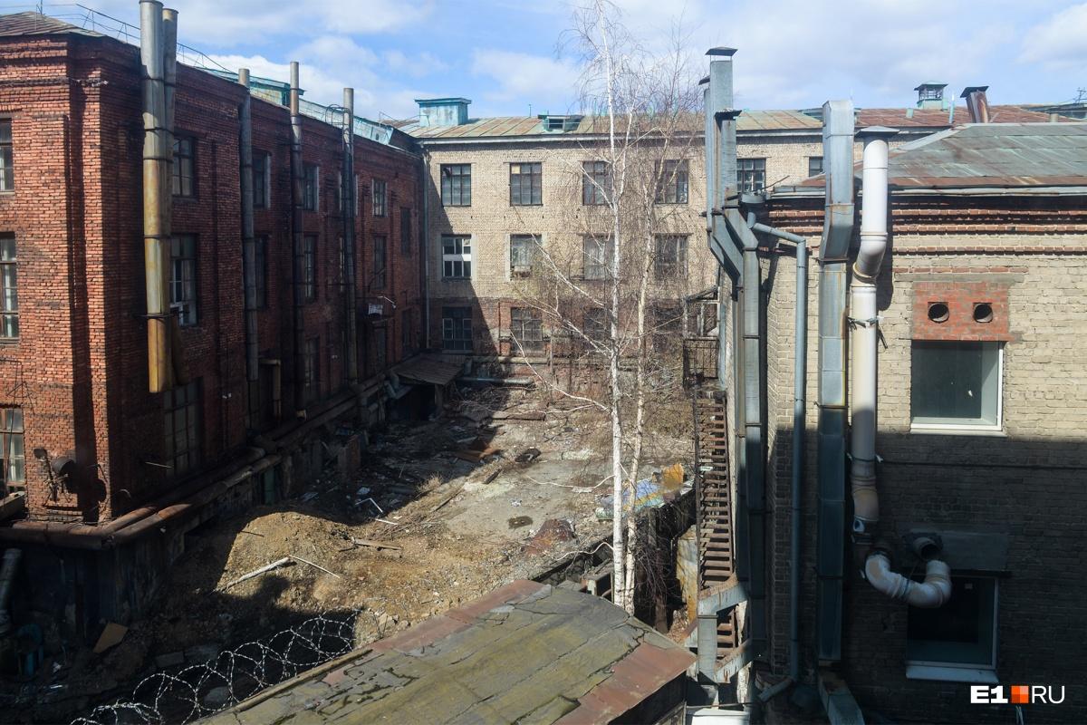 Арендаторов Приборостроительного завода, который снесут, попросили съехать до 15 мая