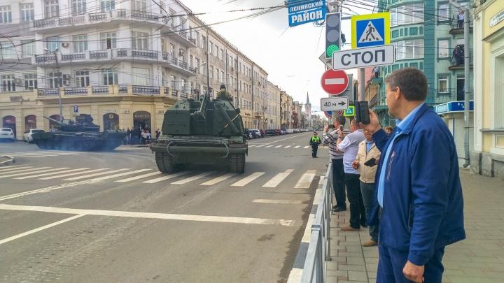 В предвкушении парада Победы: смотрим, как военная техника колесила по улицам Самары