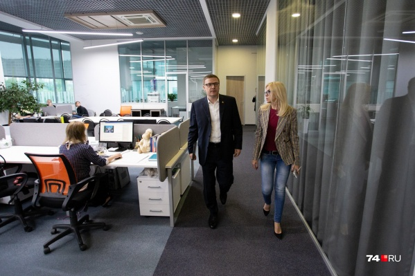 Врио губернатора Алексей Текслер для интервью приехал в редакцию 74.ru