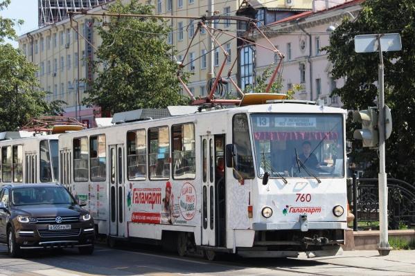 Стоимость электронных проездных изменили на всех видах муниципального общественного транспорта