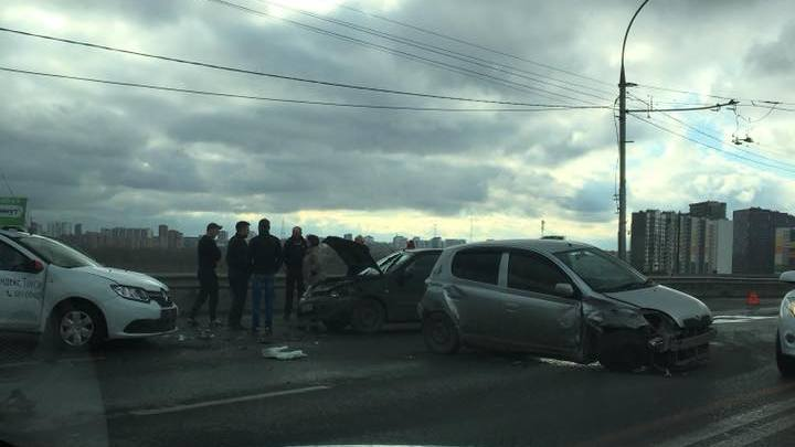 Массовая авария на Димитровском мосту: в МВД рассказали подробности