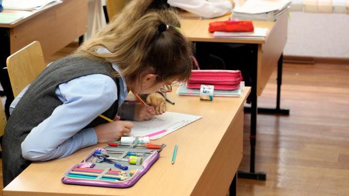 В министерстве образования школьникам посоветовали ходить в масках. Но это не обязательно