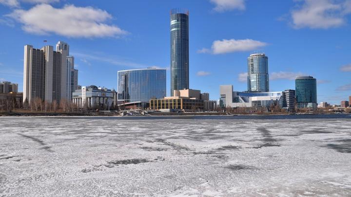 «А всё говорят, денег у людей нет»: в Екатеринбурге высчитали средний чек на покупку новой квартиры