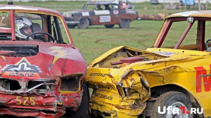 Рёв двигателей и искорёженный металл: в Уфе прошли автобои по-взрослому