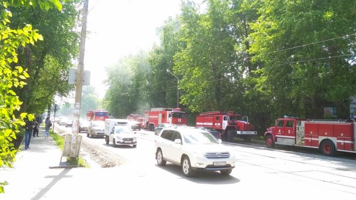 В Перми из горящего барака на улице Карпинского эвакуировали десять человек