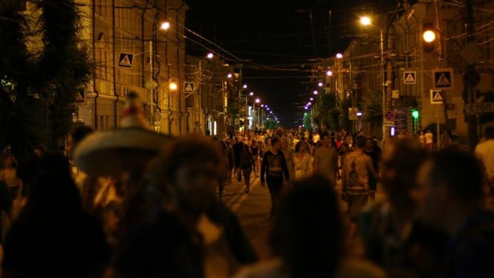 «Спасибо, Самара!»: бразильцы и мексиканцы провели шествие по ночному городу