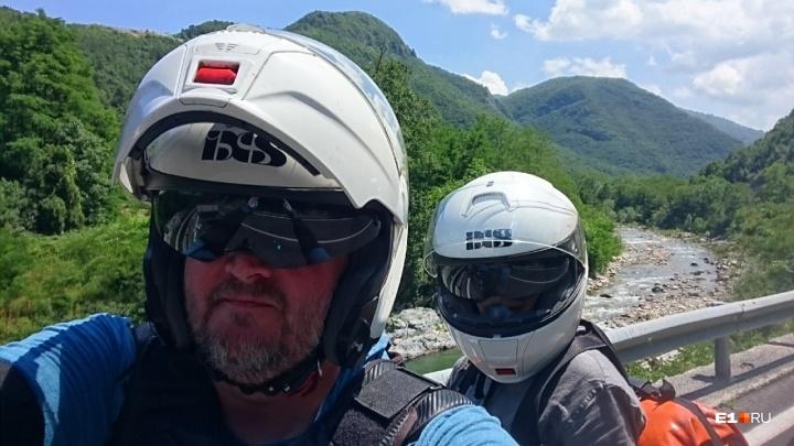 «Это сродни наркотику»: супруги из Екатеринбурга объехали на мотоцикле 13 стран за 40 дней