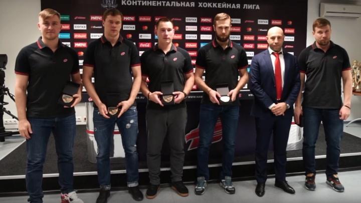 Пятерых хоккеистов «Авангарда» наградили медалями