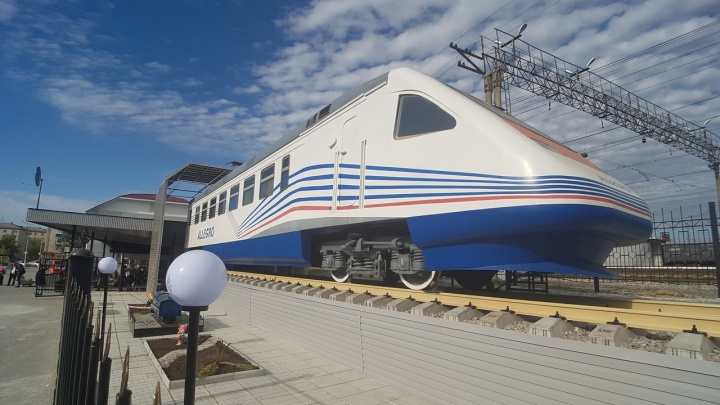 Макет скоростного поезда «Аллегро» открыли на пригородном вокзале Кургана