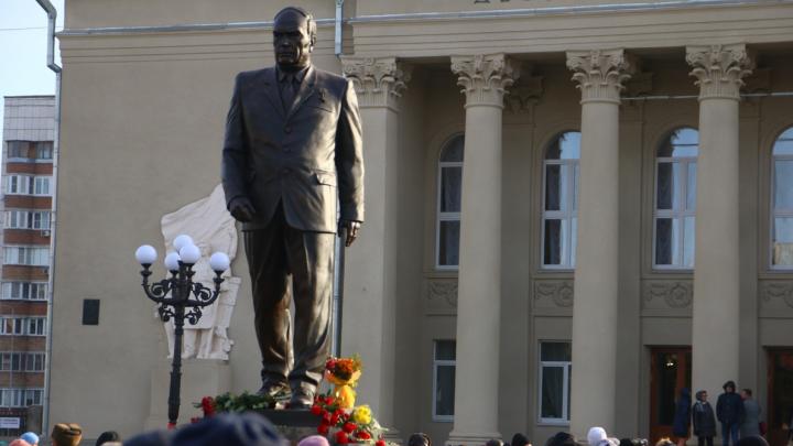 В Самаре открыли памятник первому директору металлургического завода