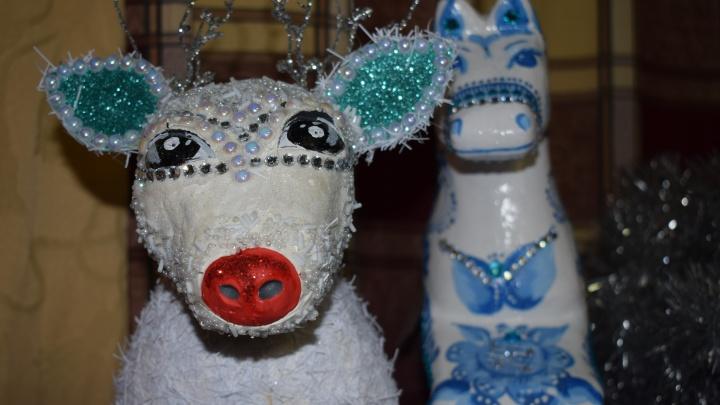 Плюшевый снеговик и шары размером с люстру: в Волгограде прошел детский конкурс новогодних игрушек