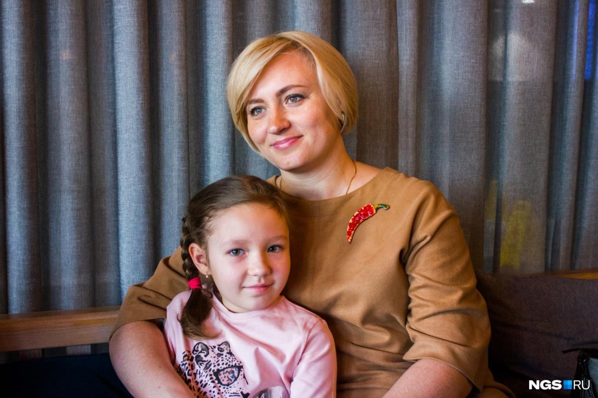 Тася и ее мама. Для пересадки семья ездила из Новосибирска в Екатеринбург
