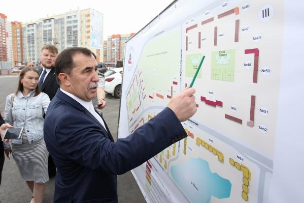 Директор «Гринфлайта» рассказал губернатору, где и когда построят школы и садики