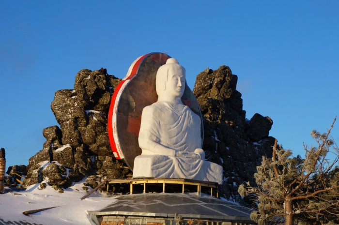 Статую Будды из пенопласта монахи сделали своими руками