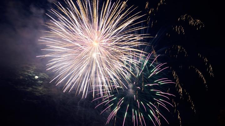 В новогоднюю ночь на Театральной площади запустят фейерверк