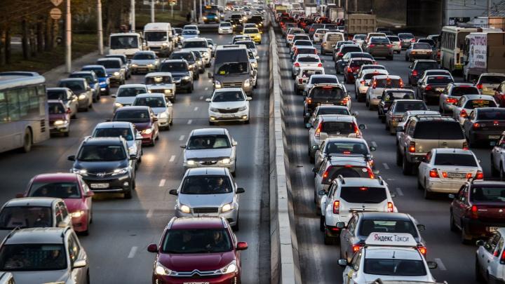 Новосибирцы признались в том, что не любят ездить по Петухова и Гусинобродскому шоссе