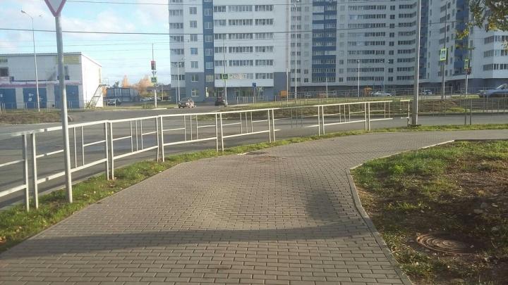 «Бобровая нора»: в Самаре на улице Ташкентской провалилась брусчатка