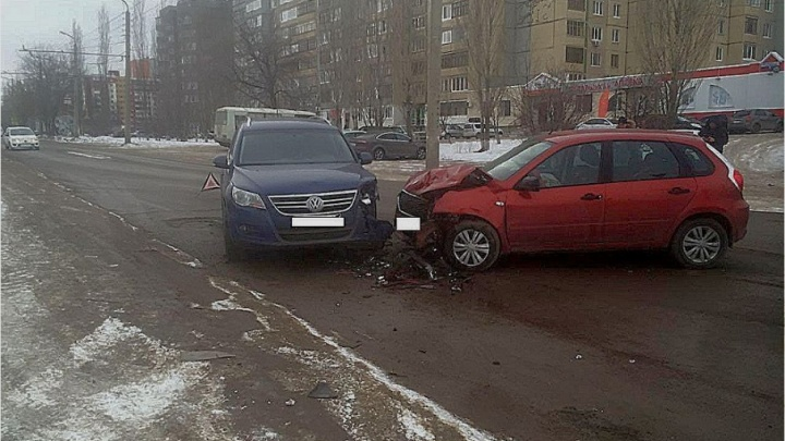 В Уфе лоб в лоб столкнулись Datsun и Volkswagen Tiguan