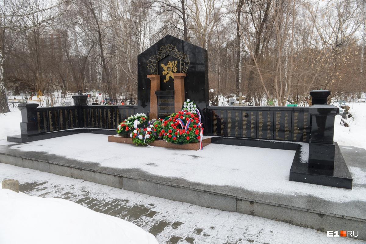 Еще один внушительный монумент —чешским легионерам