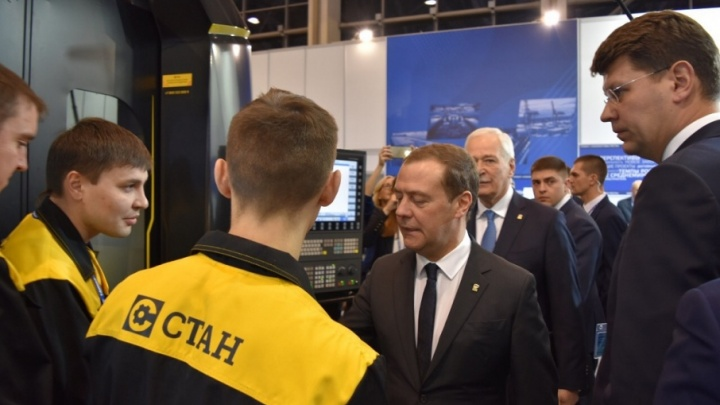 Рабочие Стерлитамака пригласили Дмитрия Медведева в Башкирию