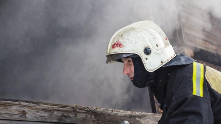 «Огонь видели издалека»: в Самарской области сгорел частный дом