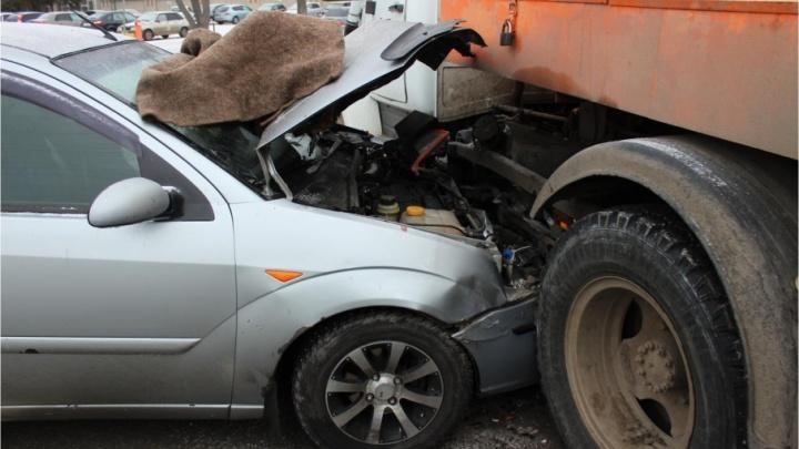 Курганец на ГАЗе со сварочным аппаратом не пропустил иномарку