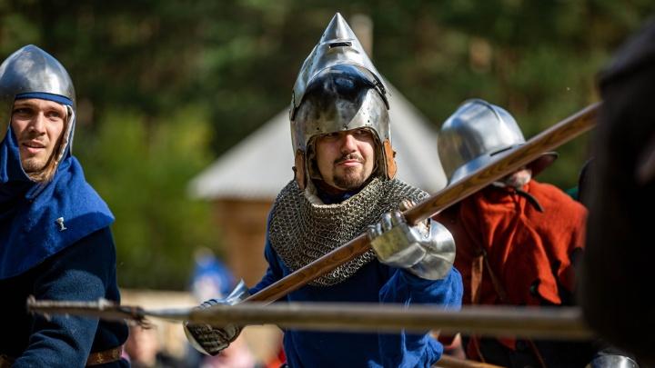 Почти «Игра престолов»: рыцари устроили средневековую битву в Заельцовском парке