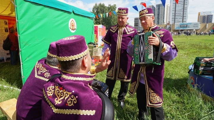 Чак-чак и борьба на поясах: как Пермь отметила Сабантуй. Фоторепортаж с праздника
