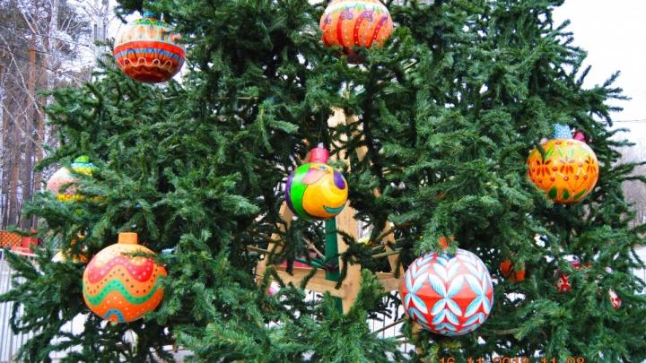 В Екатеринбурге поднимут провода, чтобы доставить живую ёлку на площадь 1905 года