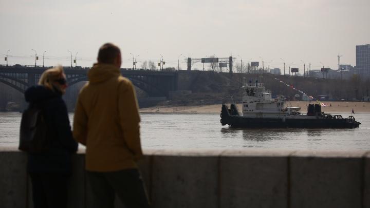 Корабли на Оби: толпа новосибирцев выстроилась в очередь к бесплатному теплоходу на набережной