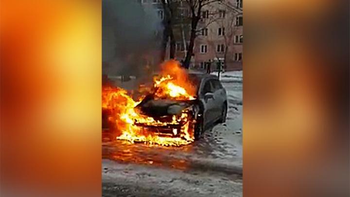 Видео: на Горском дотла сгорела иномарка