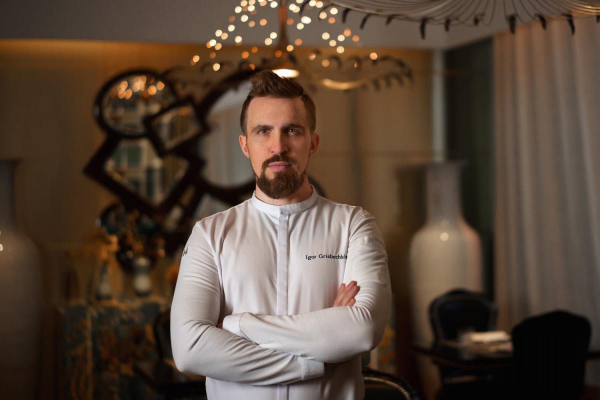 Игорь Гришечкин работает в питерском модном месте «Кококо»