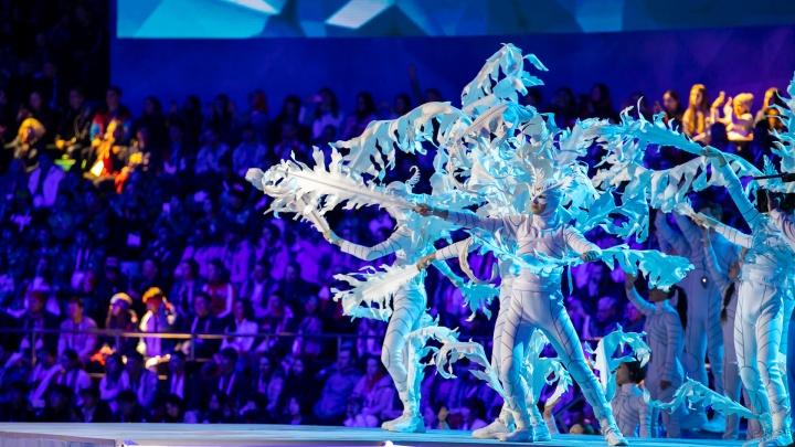 Огромные снежинки и огонь из-под земли: лучшие кадры с церемонии закрытия Универсиады в Красноярске
