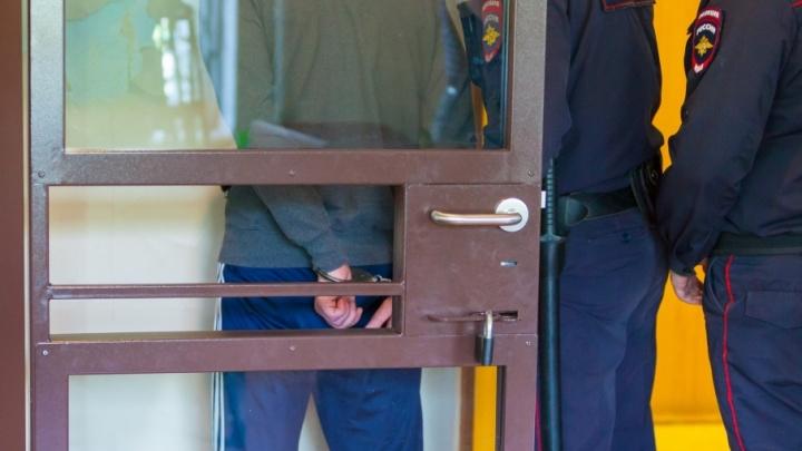 В Шатрово грабитель напал на продавца и украл 500 рублей