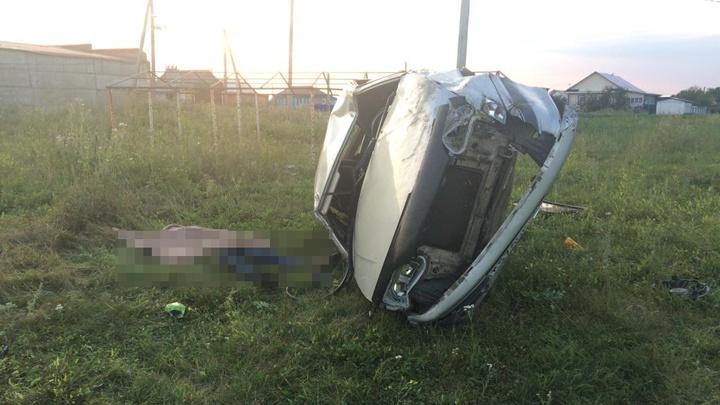 На трассе в Башкирии опрокинулась «пятнашка», водитель погиб на месте