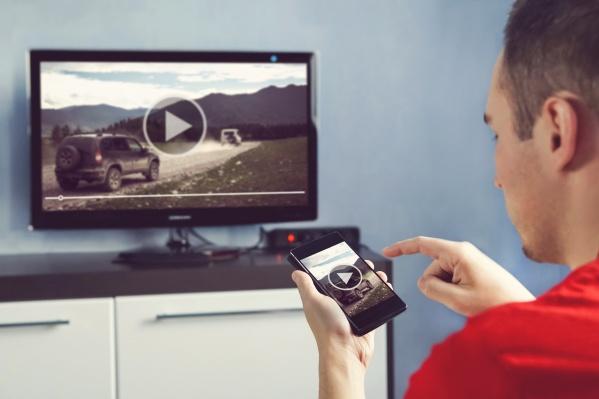 Видео можно смотреть на телевизорах с ТВ-приставкой Movix и с приложением для smart TV*, в мобильном приложении и на сайте